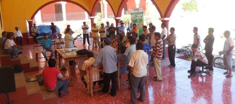 Discusiones sobre el medio aliente en la milpa, en Ichmul, Chikindzonot