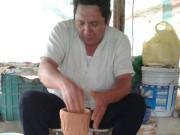 Familia de alfareros de Uayma muestra su pericia a estudiantes estadounidenses