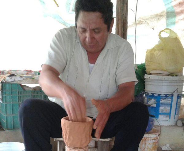 Emilio Espadas Dzul, reconocido alfarero de Uayma, Yucatan