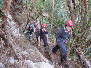 Tres pasadizos del inframundo maya en Huhi
