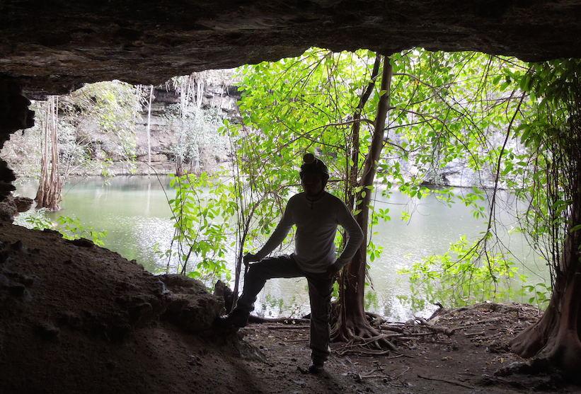 A la entrada de una cueva