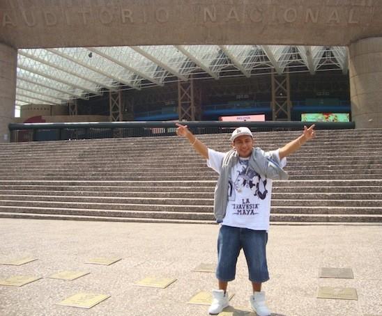 Pat Boy, frente al Auditorio Nacional, en el D.F.