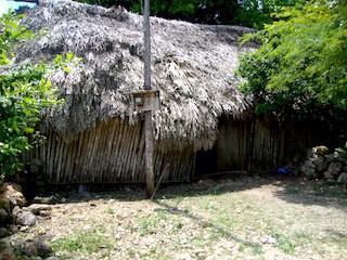 Frente de la humilde casa del músico Vicente Ek, en Yaxley, Felipe Carrillo Puerto.