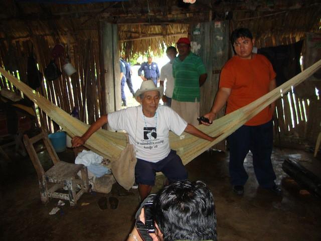 El maestro de músicos de Yaxley, Quintana Roo, Vicente Ek, en su vivienda.