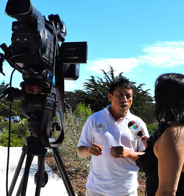 Arux Duende en entrevista con Univision