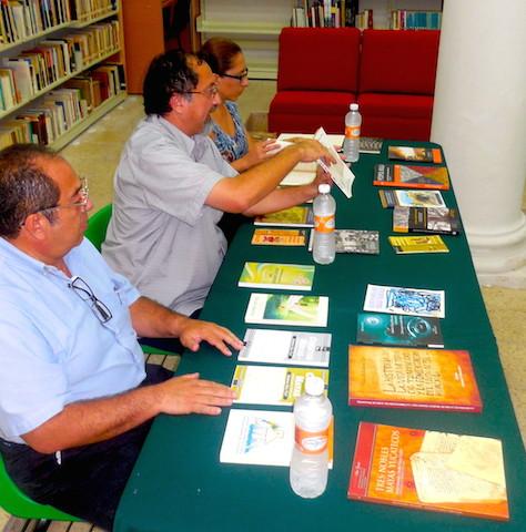 Jorge Cortés Ancona durante su exposición del quehacer editorial en lengua maya