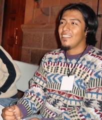 Rodrigo Chacón es licenciado en Ciencias Antropológicas por la UADY. Es corrector ortotipográfico independiente de textos en español y profesor de Literatura Indígena Colonial en la Facultad de Antropología.