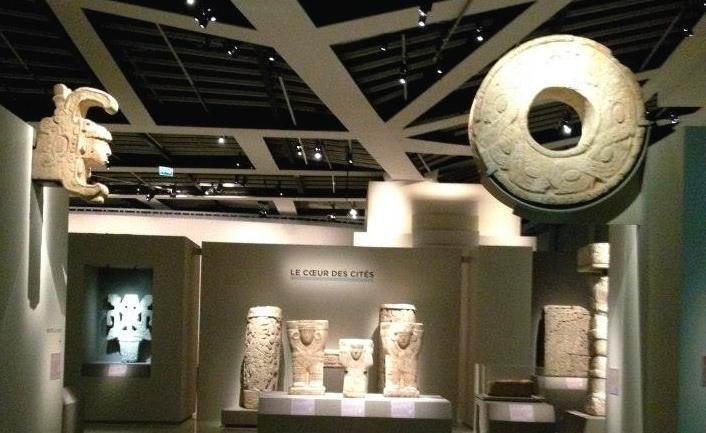 Una vista de la exposición de arte maya en París