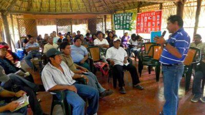 Campesinos analizan estrategias para proteger su territorio