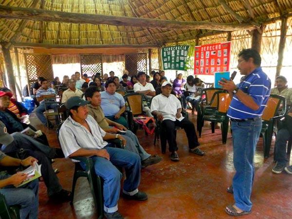 Campesinos reunidos en Maní, convocados por Educe