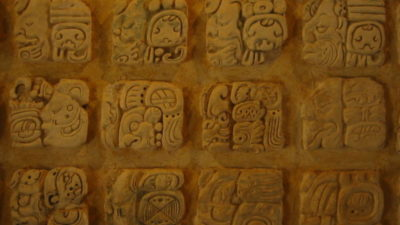 La lengua maya escrita libra bien sus batallas