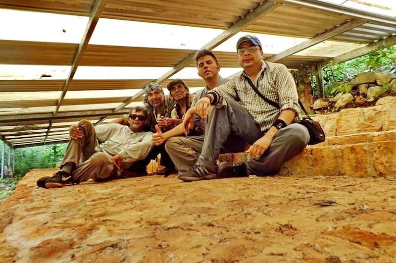 Julio Torres,  Eduardo González Arce, el señor H, William Ek Muyal y  Luis Adrián Rojas Yáñez, entusiastas amantes de la cultura maya, en Sabanas Piletas, a fines de agosto pasado.