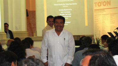 Un promotor de la lengua maya a tiempo y a destiempo