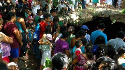 Ofrendas y clavados en el cenote de Sucopo