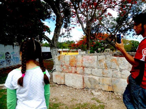Manchas de pintura en las piedras, en El Cerrito