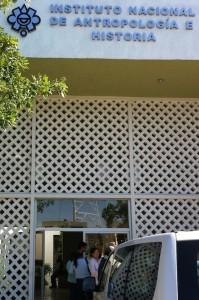 La espera a las puertas del INAH Yucatán