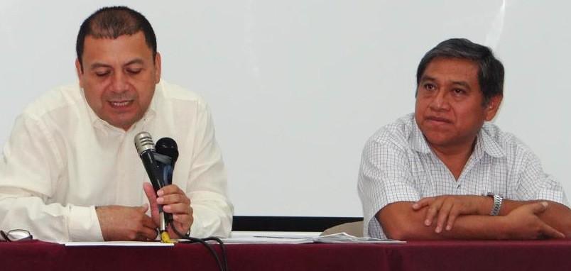 Jesús Lizama y Feliciano Sánchez, en el auditorio del Ciesas Peninsular.