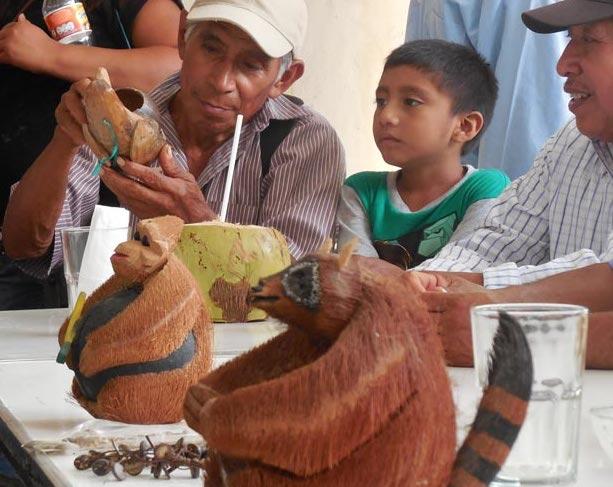 Un mapache. Artesanía a base de coco.
