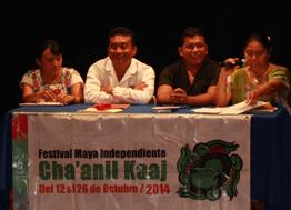Los cuatro poetas mayas, quienes leyeron de izquierda a derecha