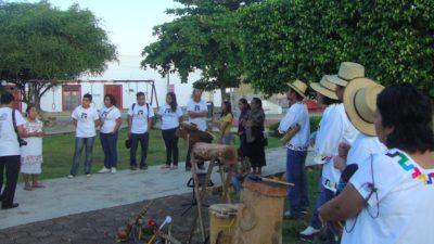 Escucha música experimental de los mayas: Niños flojos.