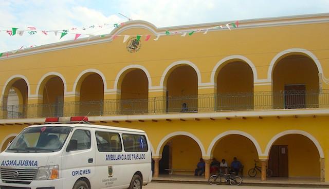 El palacio municipal de Opichén. Archivo de El Chilam Balam.