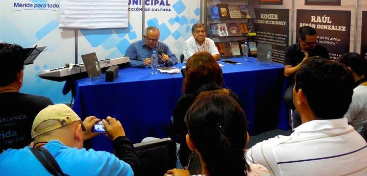 Los poetas Oscar Sauri Bazán y Feliciano Sánchez Chan, el lunes en la Filey