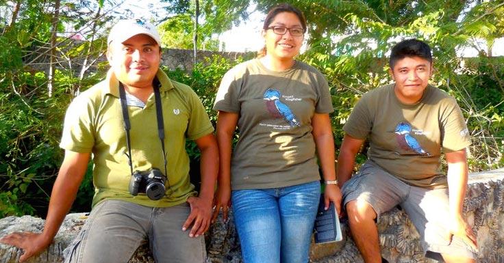 Ismael Arellano, Victoria Estrella y Angel Castillo, de la naciente empresa Yucatán Jay, con sede en Xoken