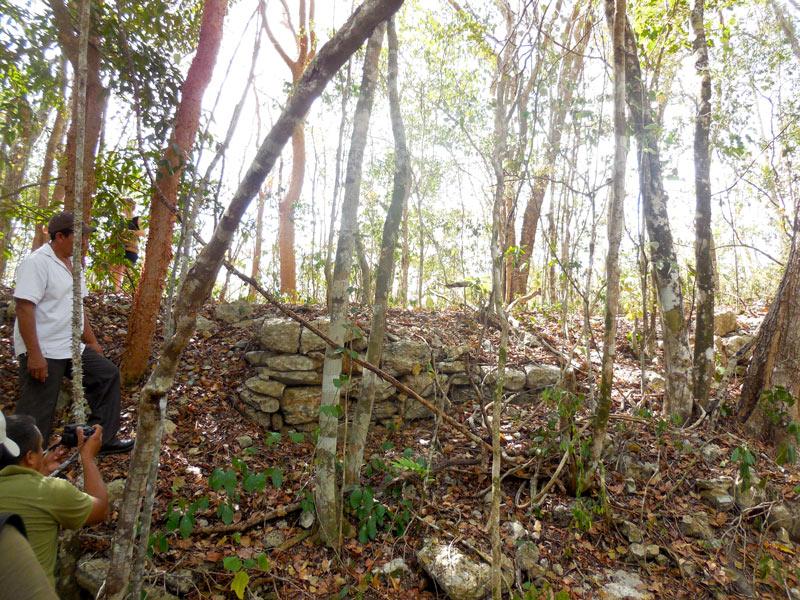 La imagen muestra las piedras del sak bej Yaxunah-Cobá