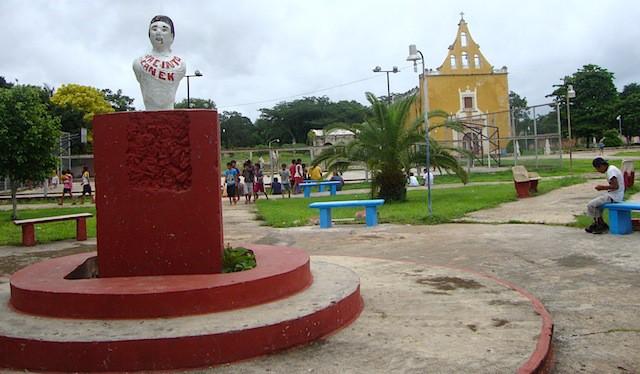Un busto muy modesto de Jacinto Canek en el pueblo maya de Tahdzibichen.