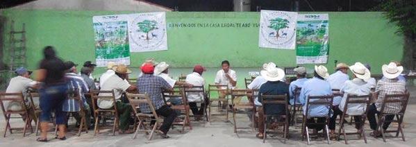Ejidatarioss mayas reunidos en Teabo