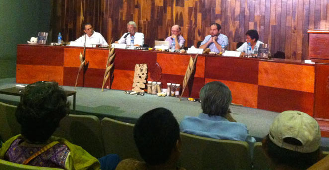 Mazorcas y elotes, en la presentación de un libro sobre el estado del maíz en México